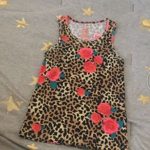i am selling this tank top
